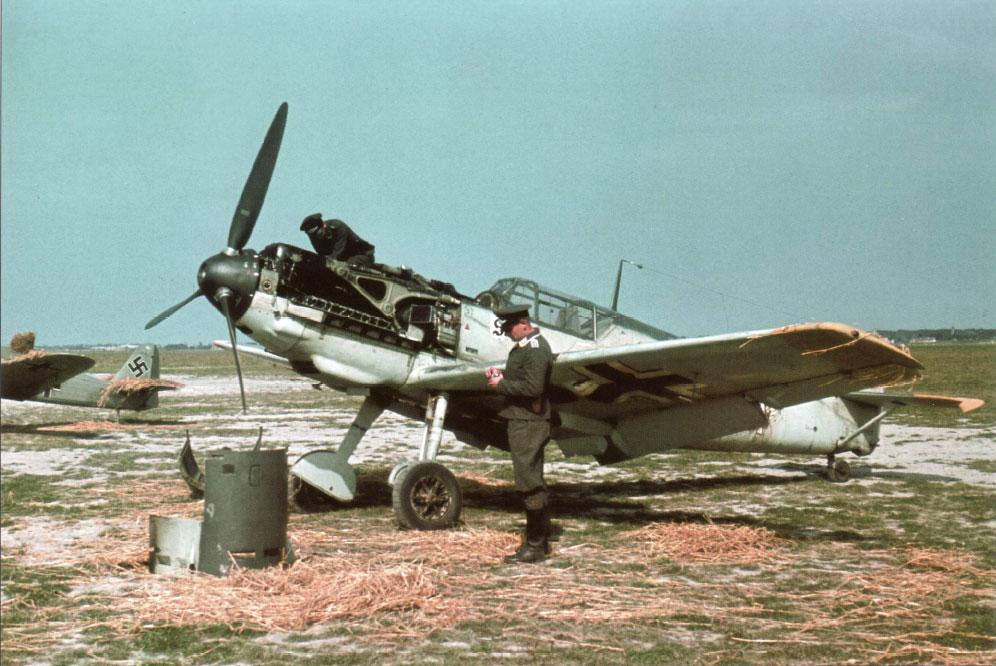 Bf 109E3 7.JG26 (W13+I) Walter Blume Caffiers France 1940 01