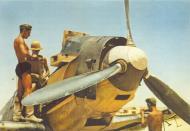 Asisbiz Bf 109E JG27 Amourers reloading Gazala North Africa 1941