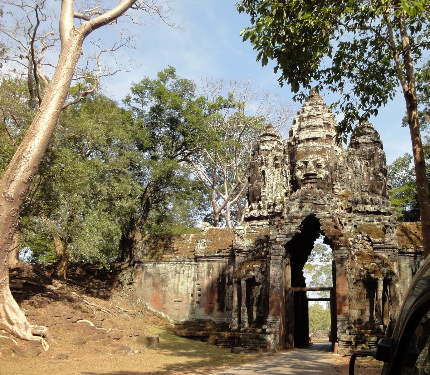 Angkor Wat style architecture North Gate Jan 2010 02