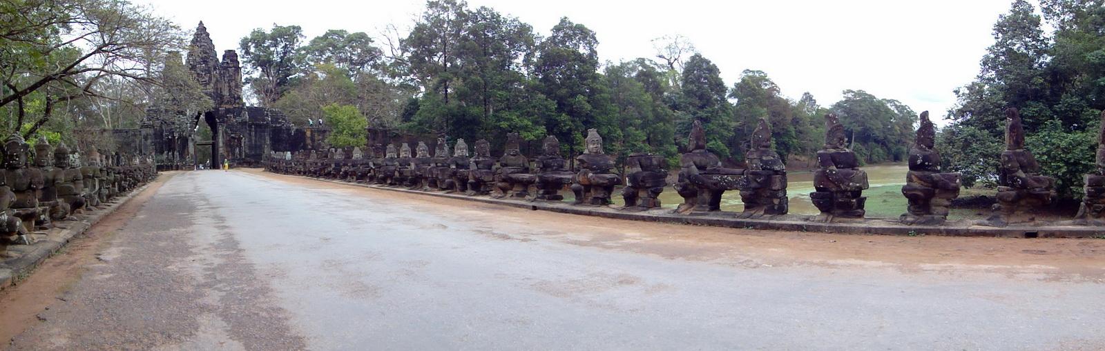 Asuras and Devas Statues on the South Gate bridge Jan 2010 01