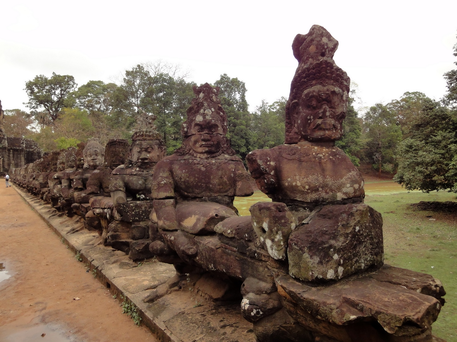 Asuras and Devas Statues on the South Gate bridge Jan 2010 04