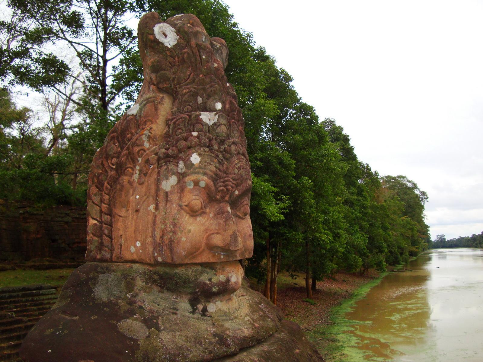 Asuras and Devas Statues on the South Gate bridge Jan 2010 14