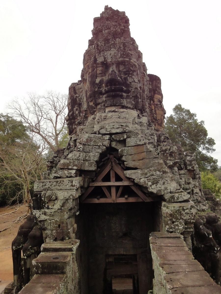 Victory Gate side view Avalokiteshvara Siem Reap Jan 2010 03
