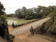 Asisbiz Statues on the bridge leading to South Gate Siem Reap Jan 2010 01