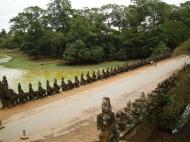 Asisbiz Statues on the bridge leading to South Gate Siem Reap Jan 2010 05
