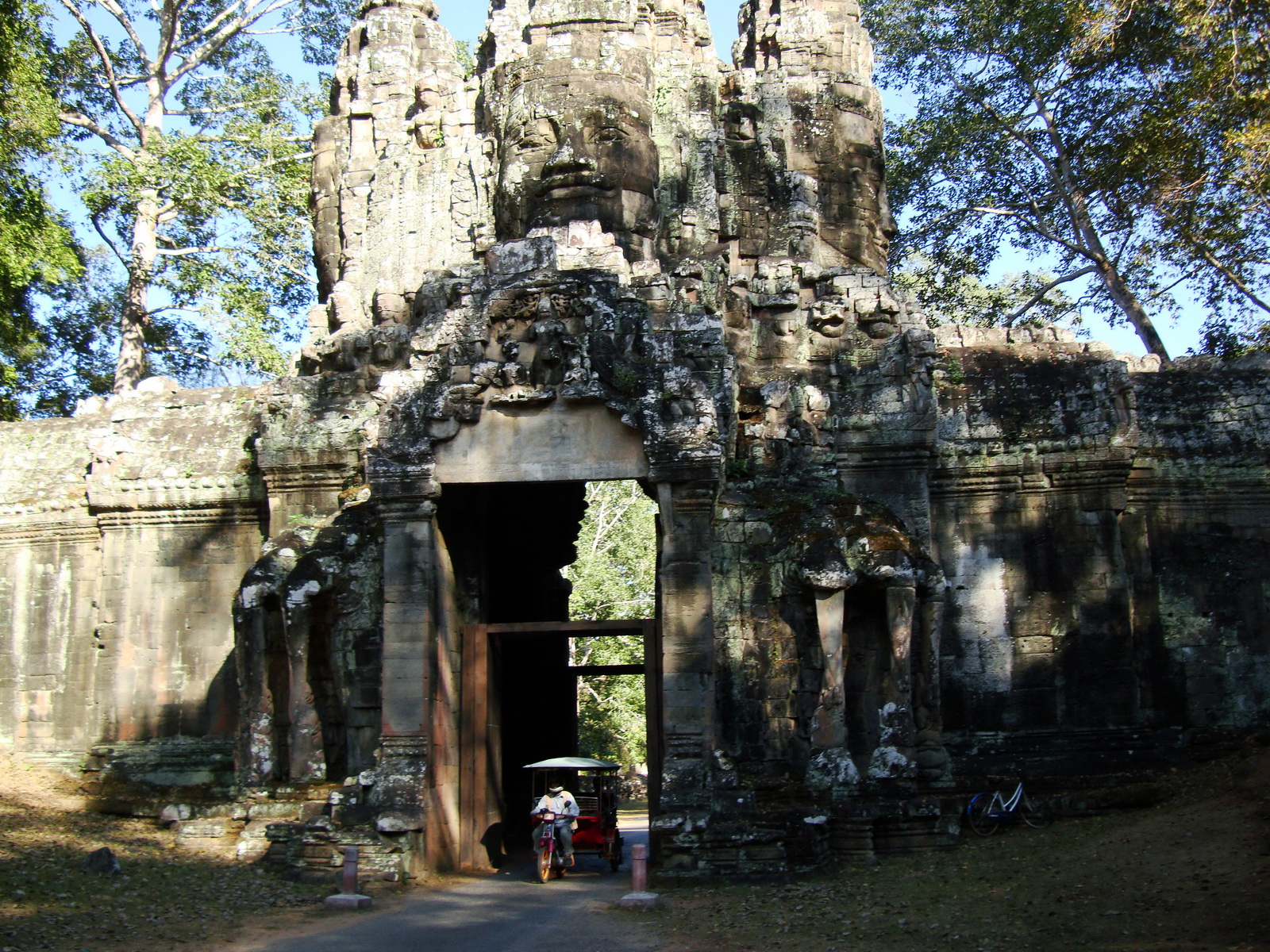 Angkor Wat style architecture Victory Gate Jan 2010 05