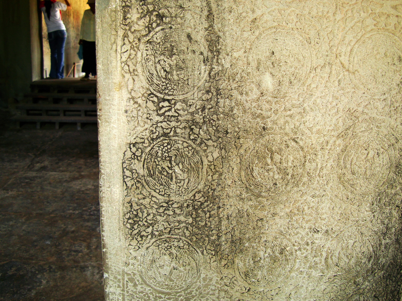 Angkor Wat Bas relief N Gallery W Wing decorative columns 01