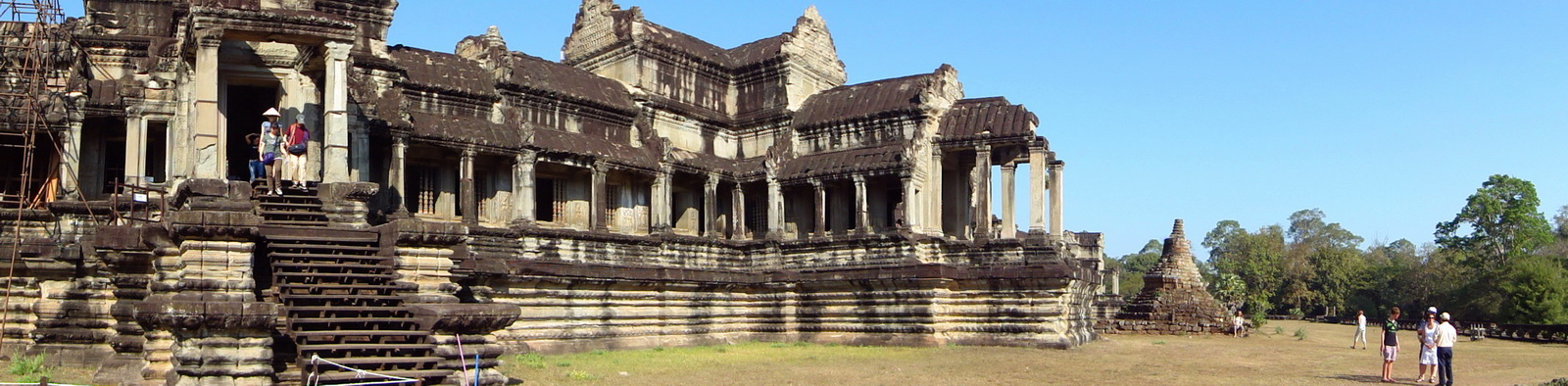 Angkor Wat Khmer architecture eastern gallery entrance 02