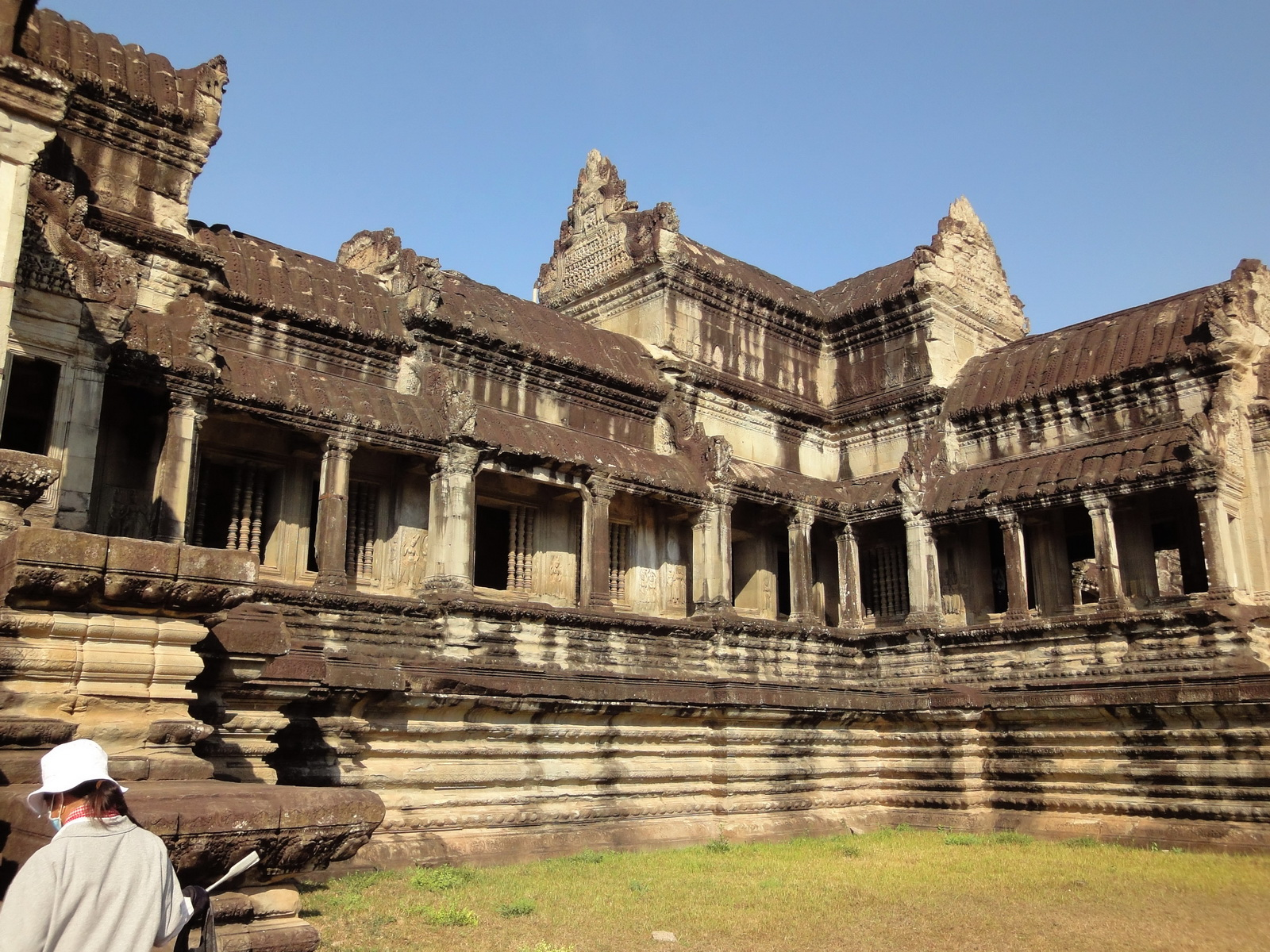 Angkor Wat Khmer architecture eastern gallery entrance 04