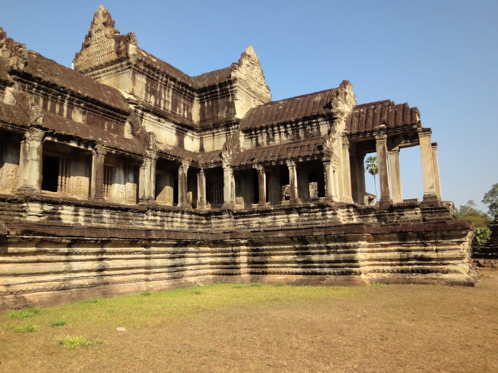 Angkor Wat Khmer architecture eastern gallery entrance 05