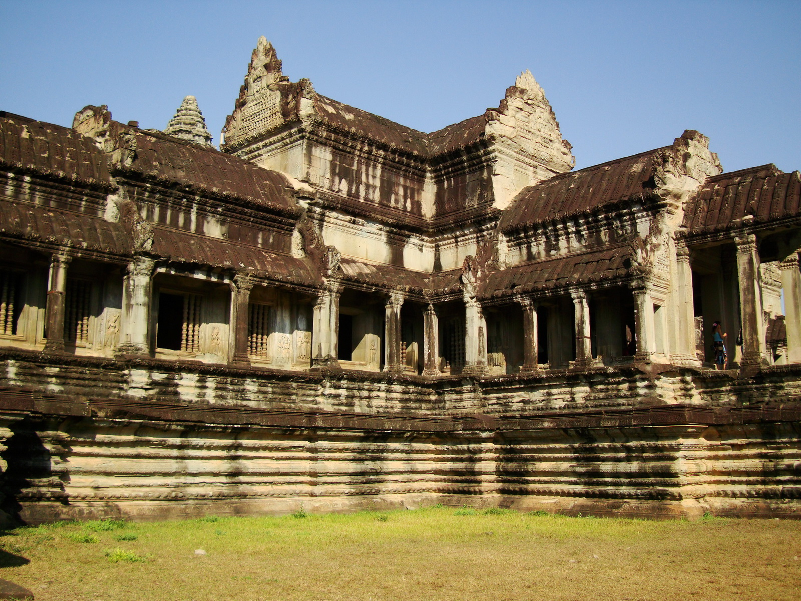 Angkor Wat Khmer architecture eastern gallery entrance 06