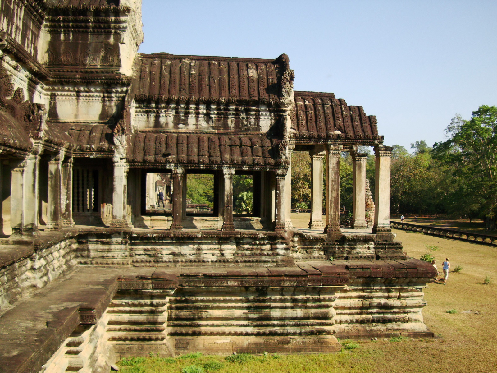 Angkor Wat Khmer architecture eastern gallery entrance 07