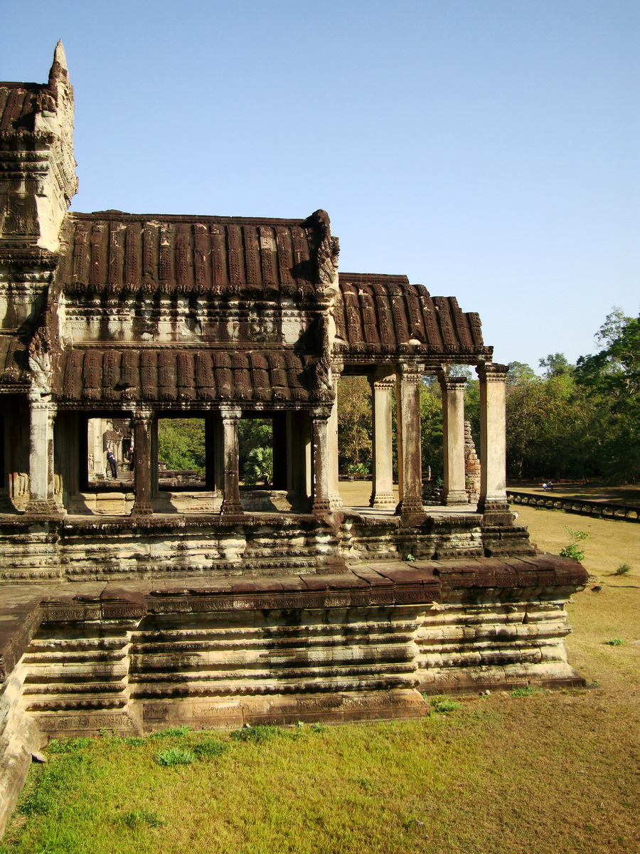 Angkor Wat Khmer architecture eastern gallery entrance 08