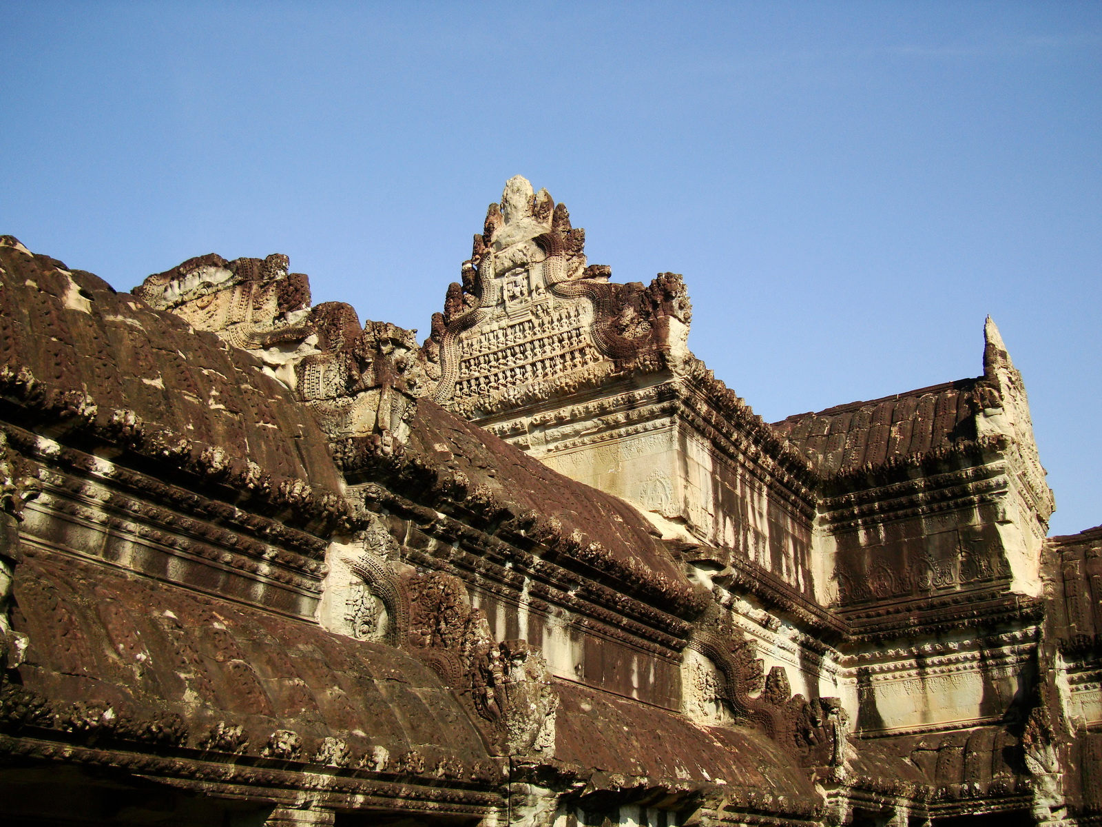 Angkor wat khmer architecture eastern gallery entrance 10 for Wat architecture