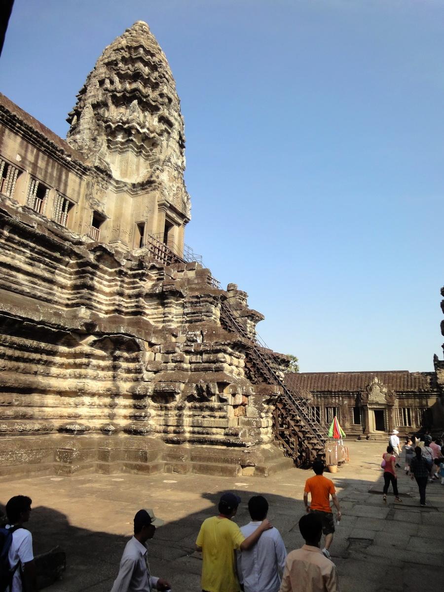 Angkor Wat Khmer architecture inner sanctuary E entrance 01
