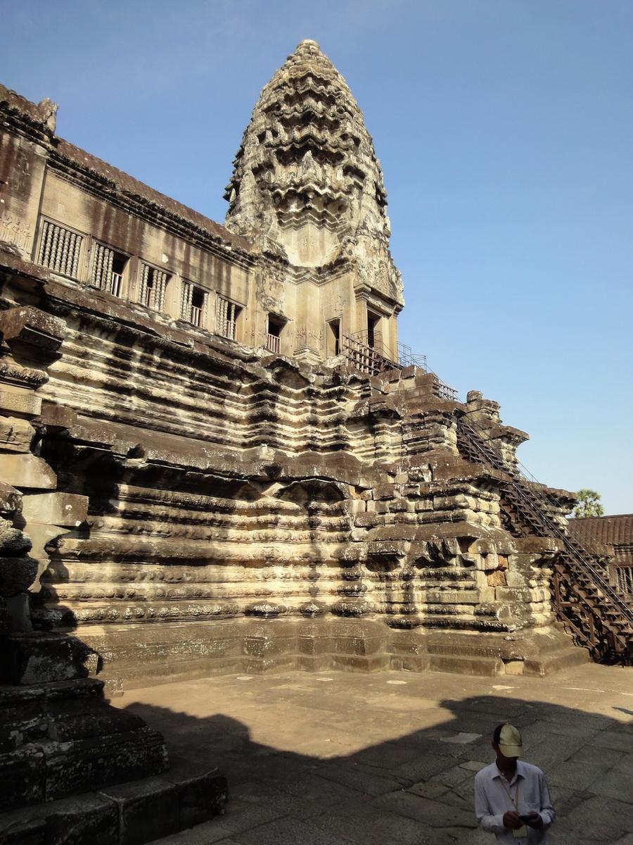 Angkor Wat Khmer architecture inner sanctuary E entrance 02
