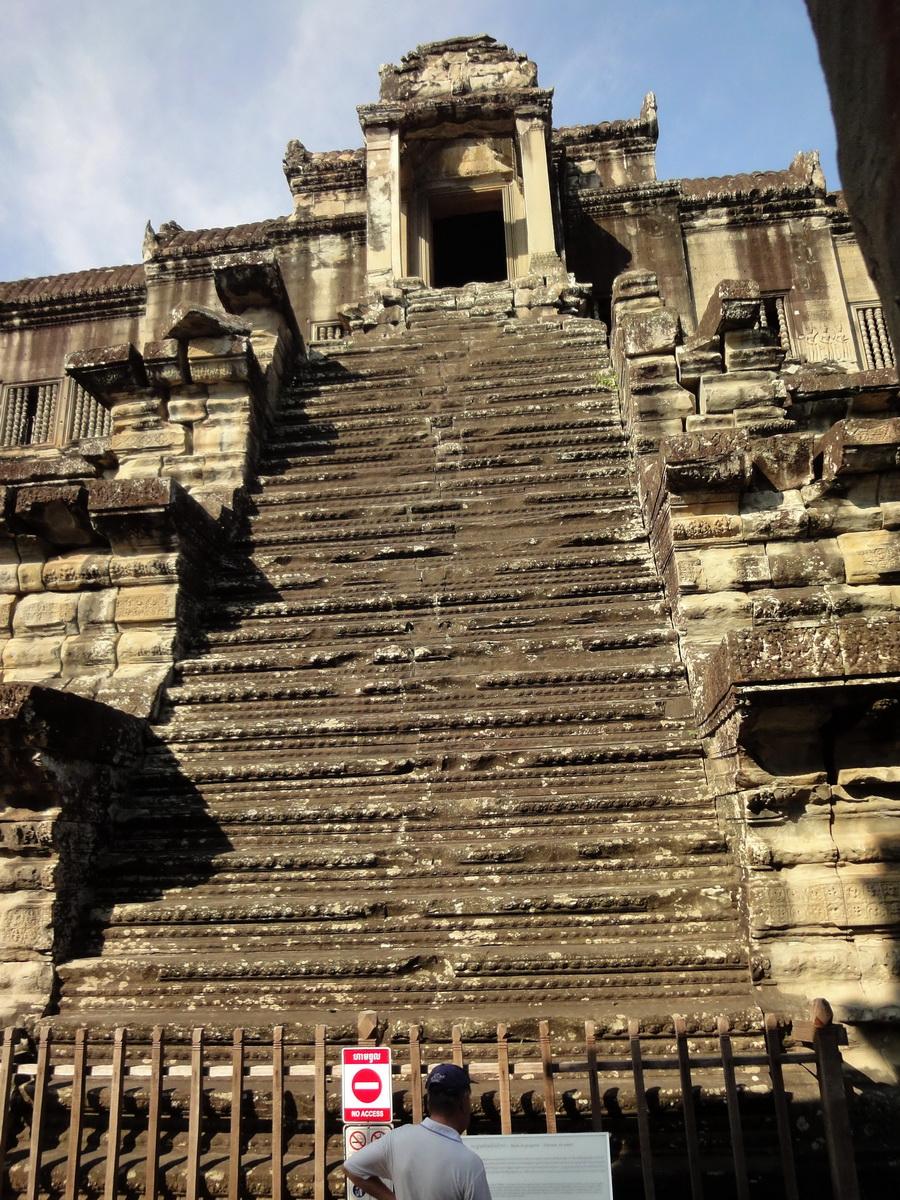 Angkor Wat Khmer architecture inner sanctuary E entrance 05