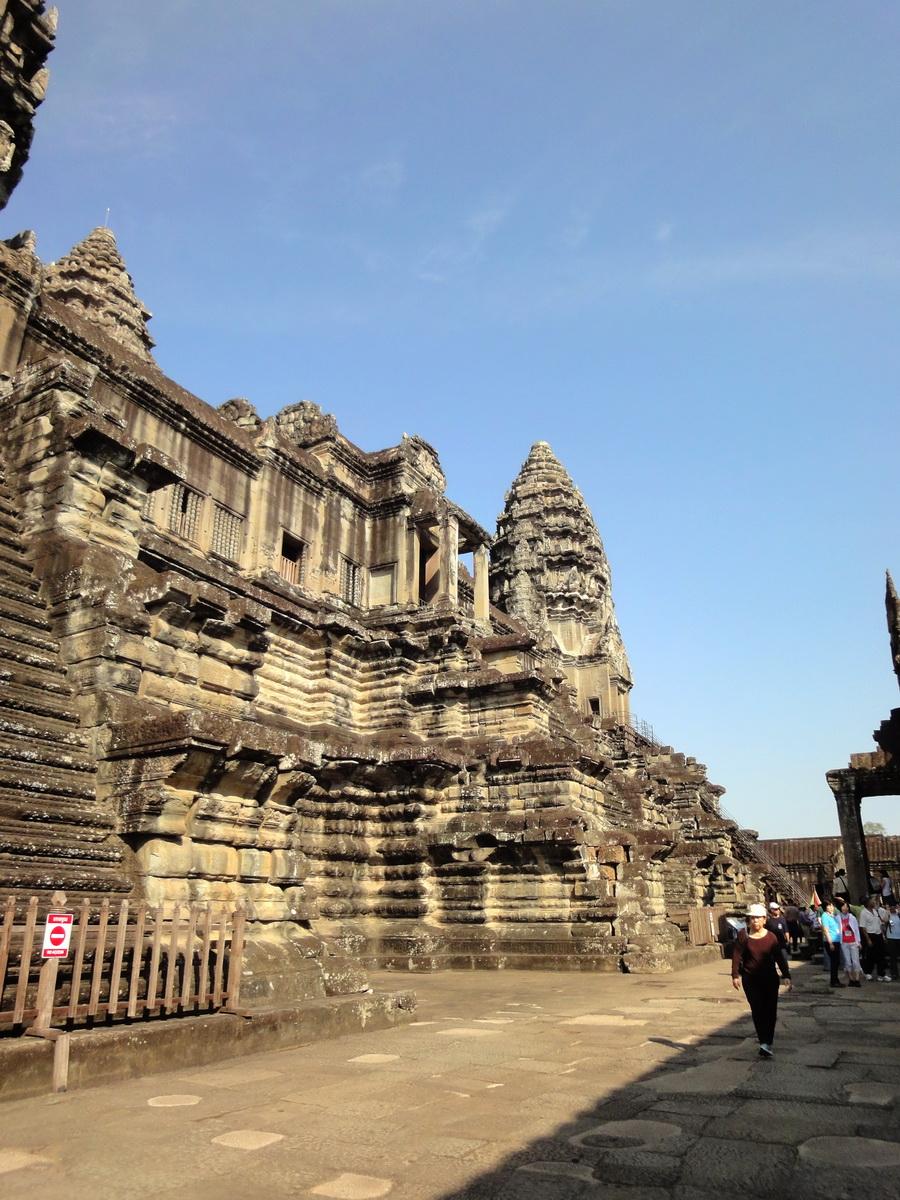 Angkor Wat Khmer architecture inner sanctuary E entrance 07