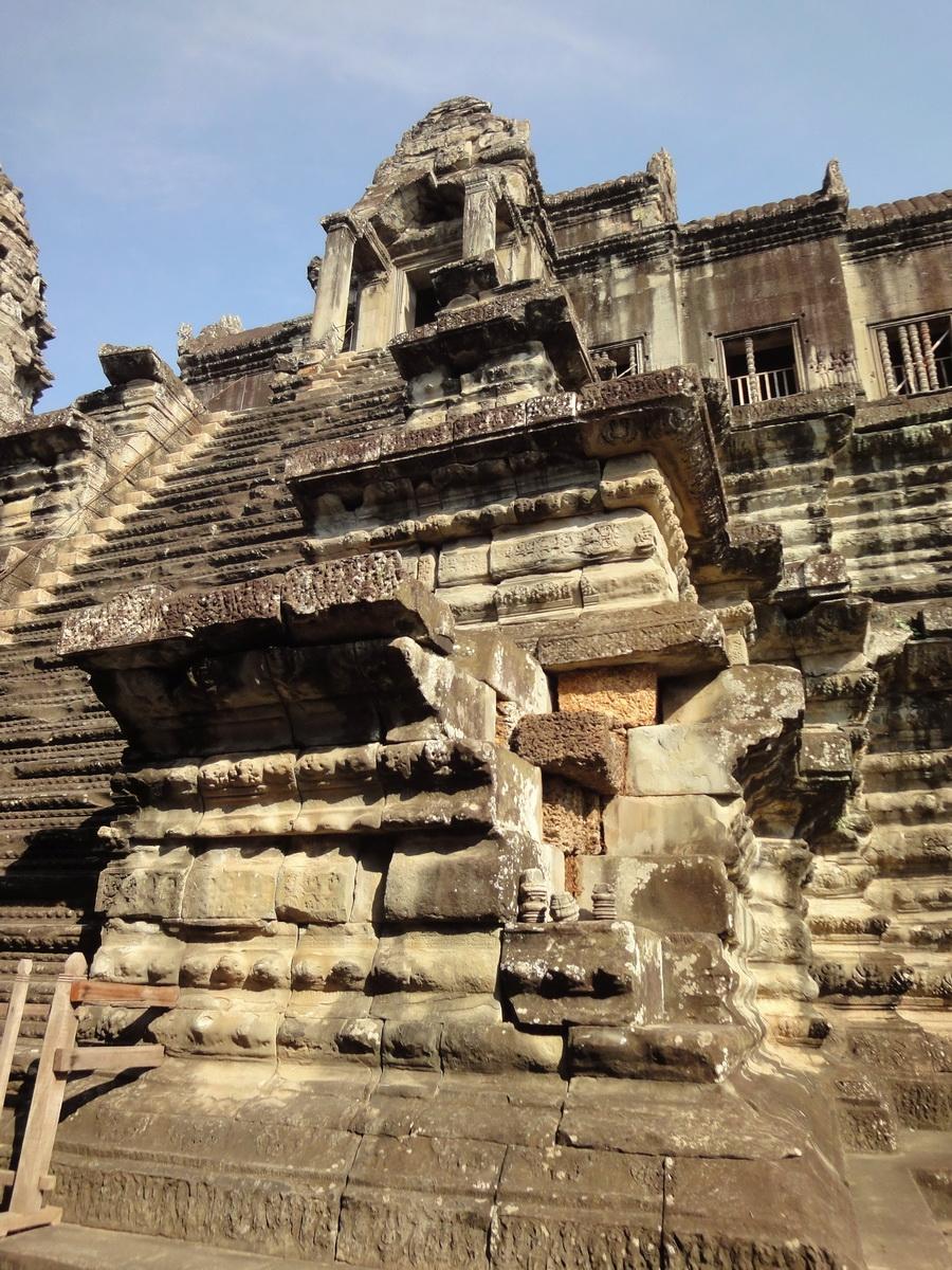 Angkor Wat Khmer architecture inner sanctuary E entrance 08