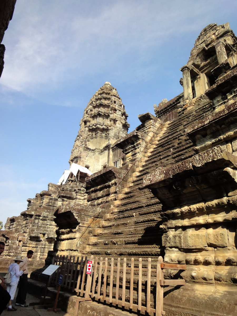 Angkor Wat Khmer architecture inner sanctuary E entrance 09