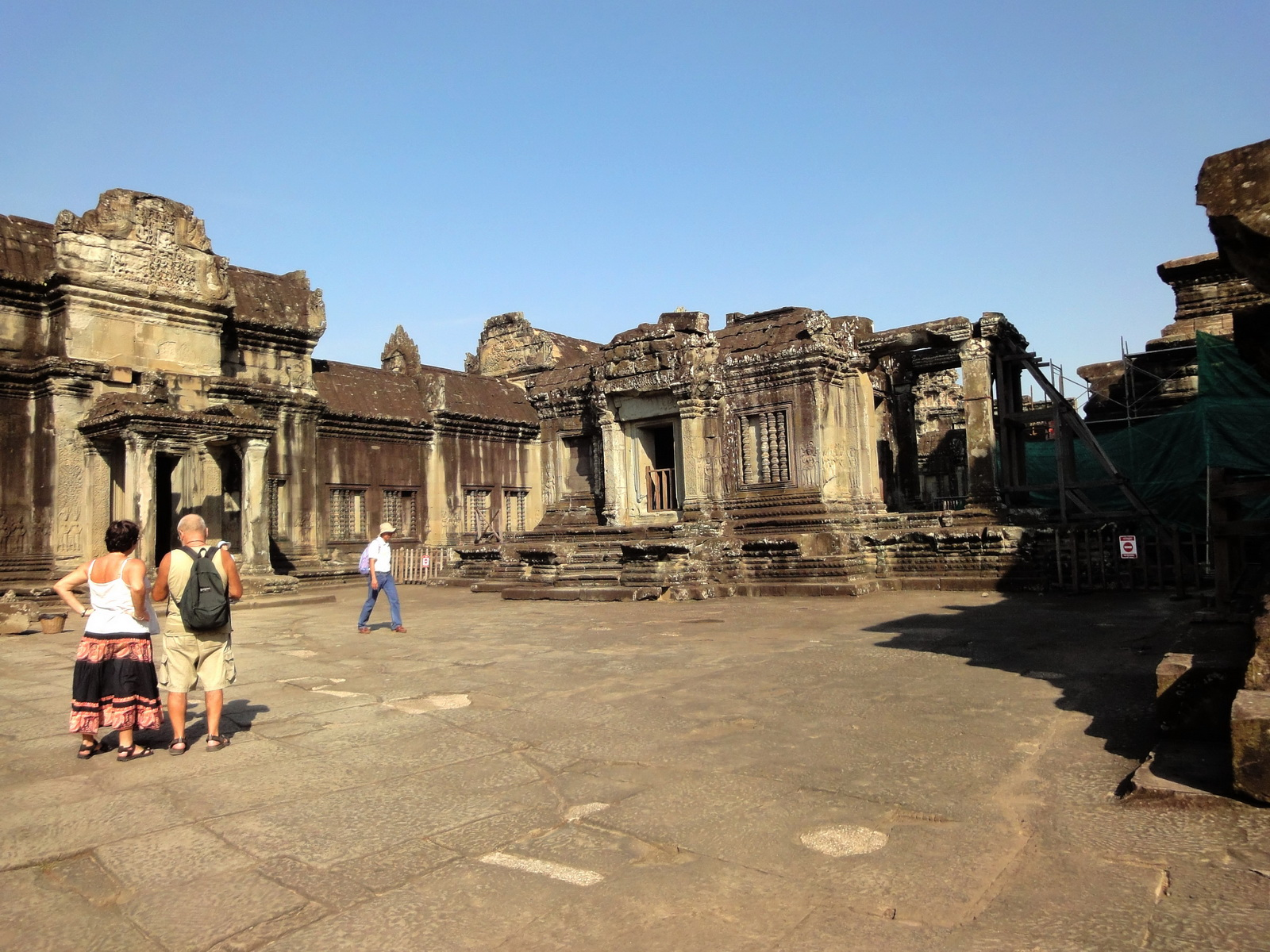 Angkor Wat Khmer architecture inner sanctuary courtyard 03