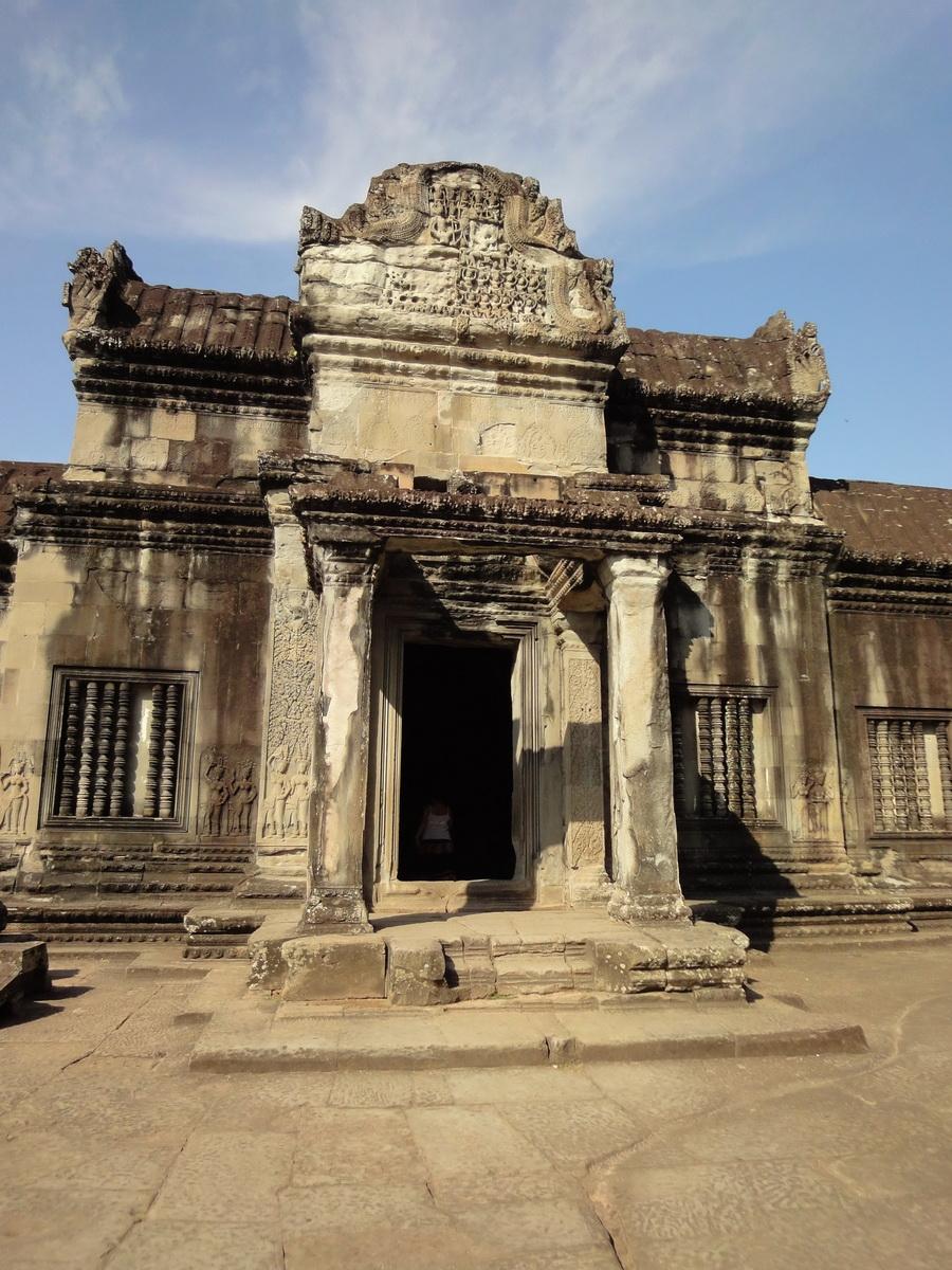 Angkor Wat Khmer architecture inner sanctuary courtyard 04