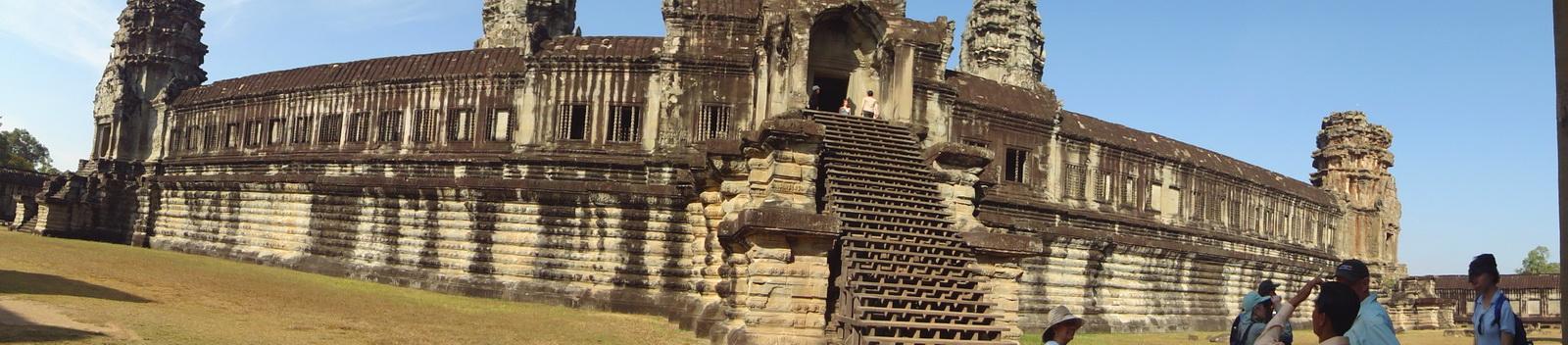 Angkor Wat Khmer architecture internal gallery E entrance 01