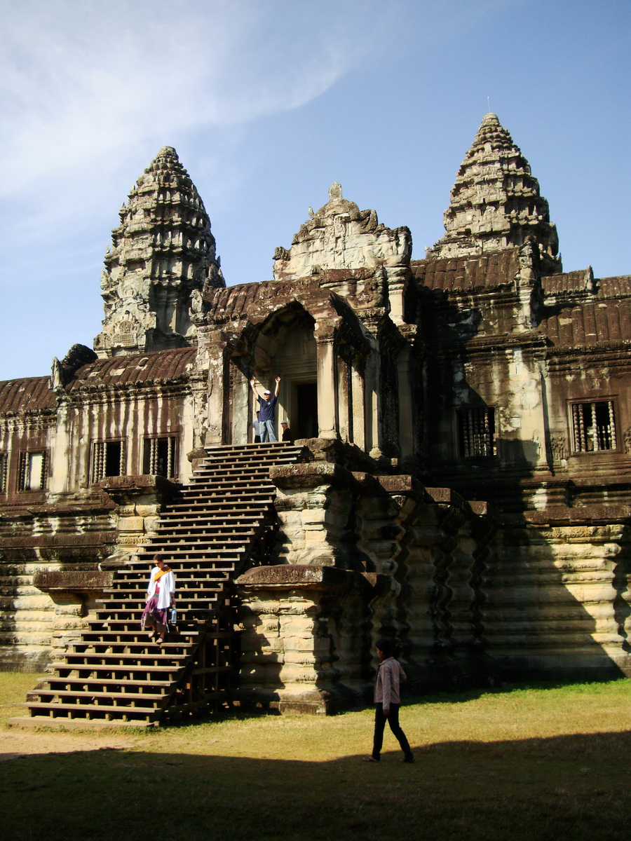 Angkor Wat Khmer architecture internal gallery E entrance 03