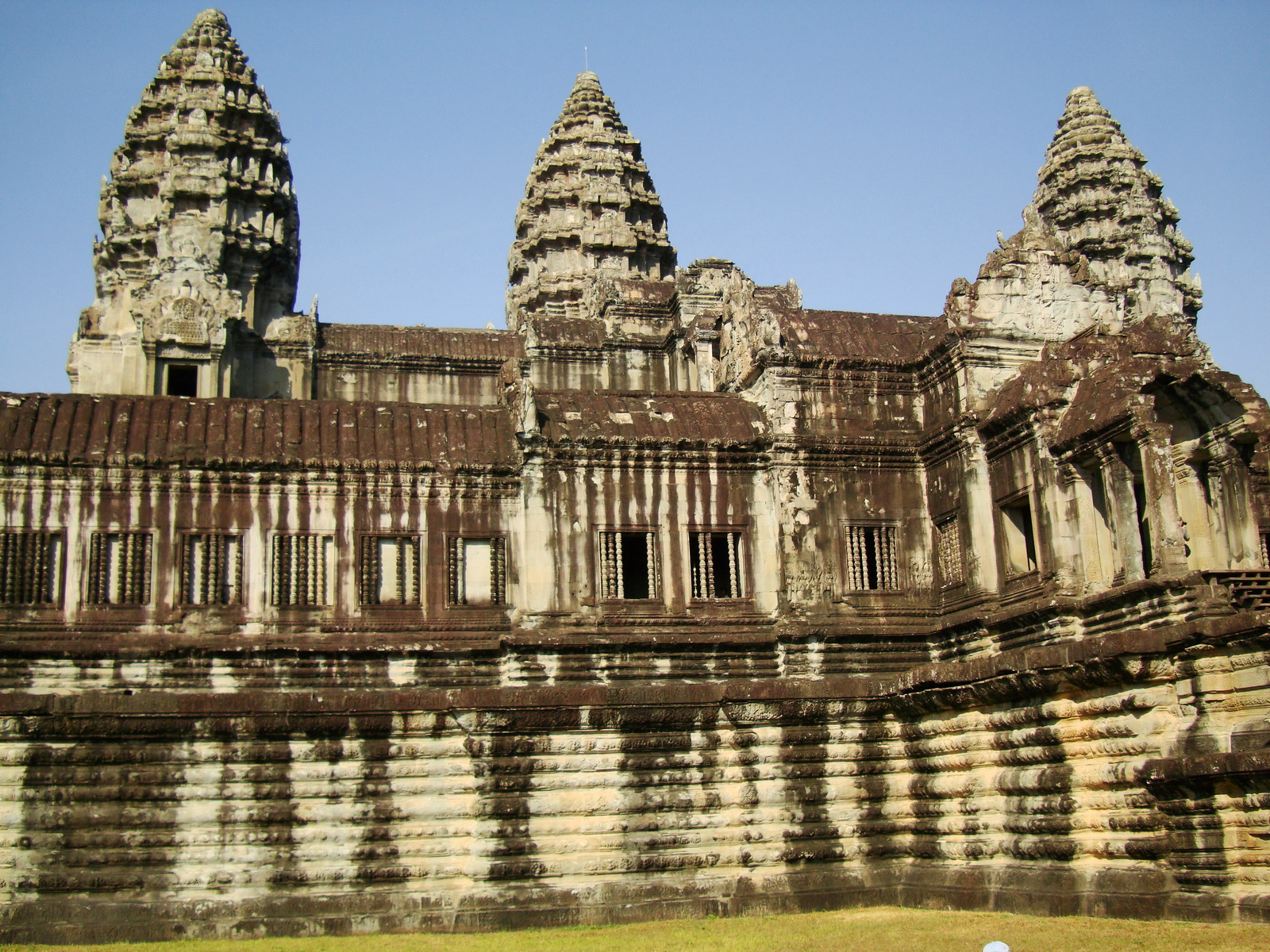 Angkor Wat Khmer architecture internal gallery E entrance 05