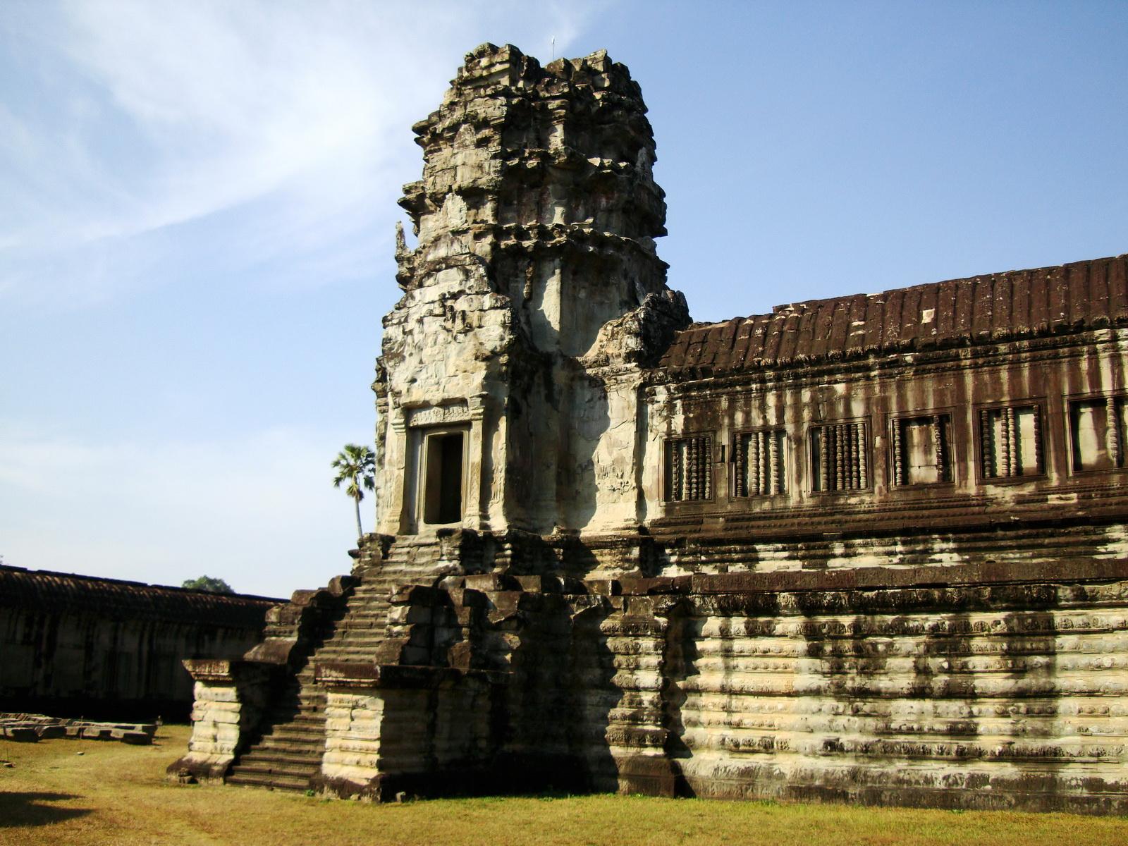 Angkor Wat Khmer architecture internal gallery E entrance 06