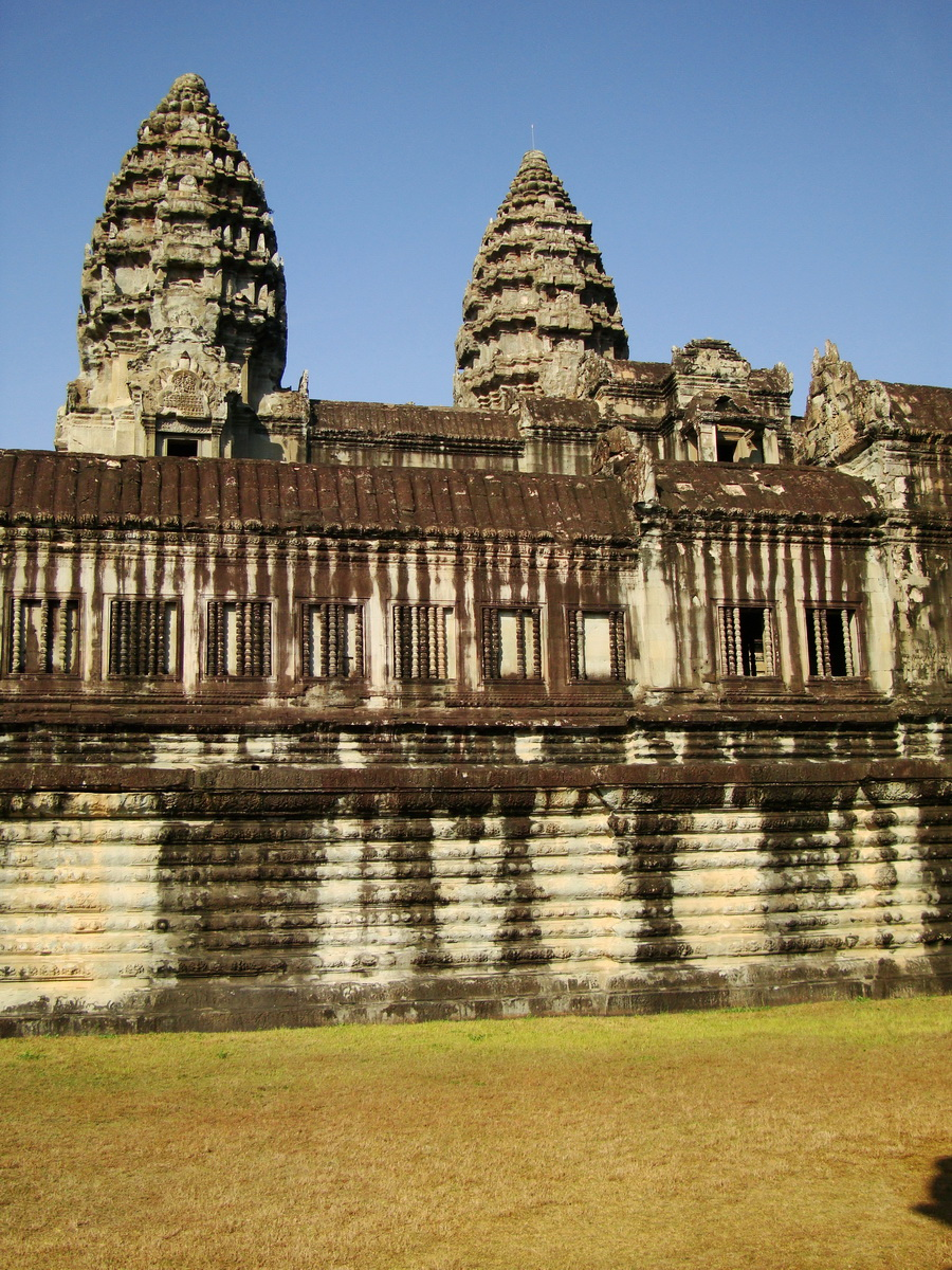 Angkor Wat Khmer architecture internal gallery E entrance 07