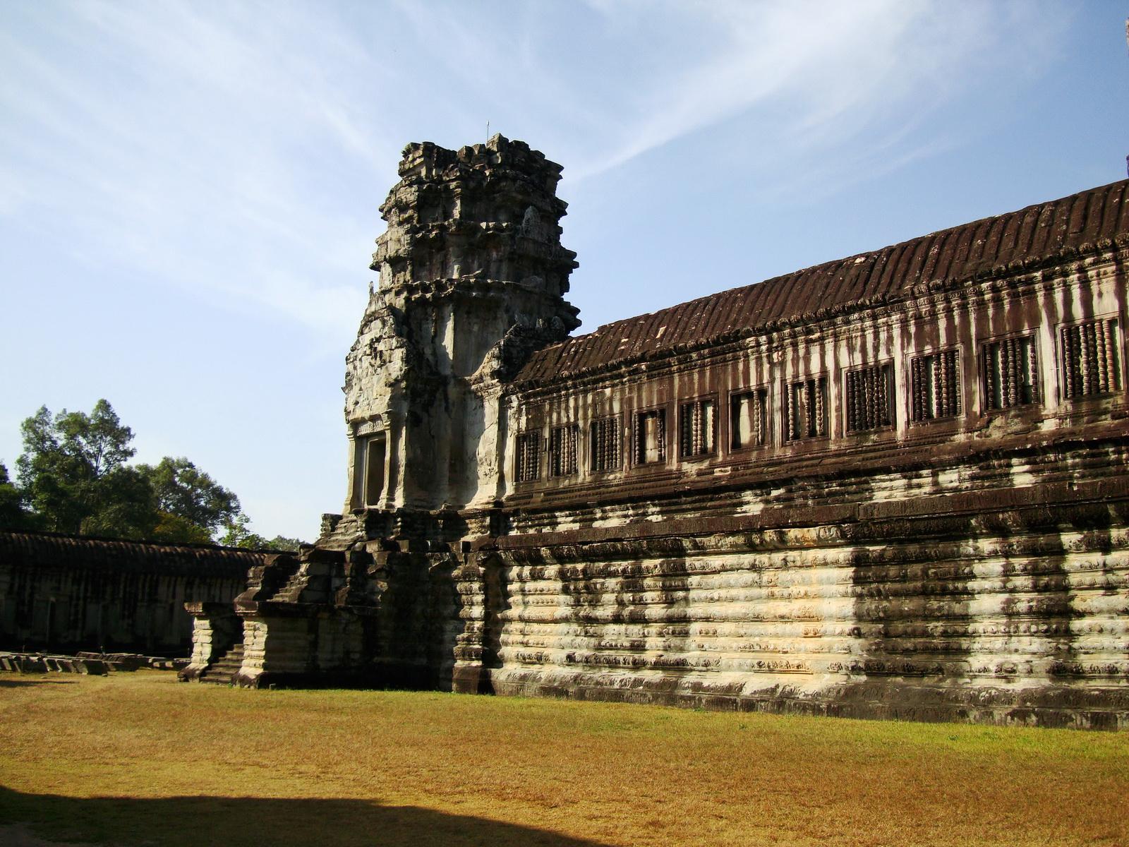 Angkor Wat Khmer architecture internal gallery E entrance 08