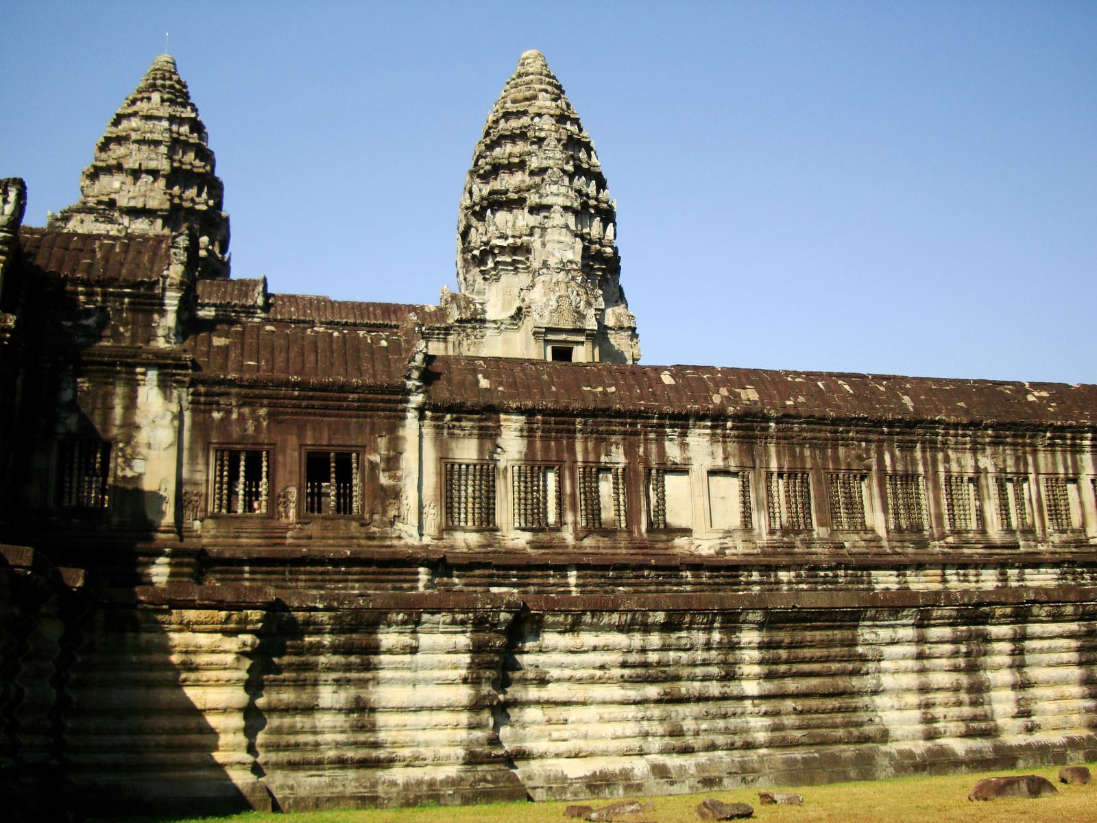 Angkor Wat Khmer architecture internal gallery E entrance 11