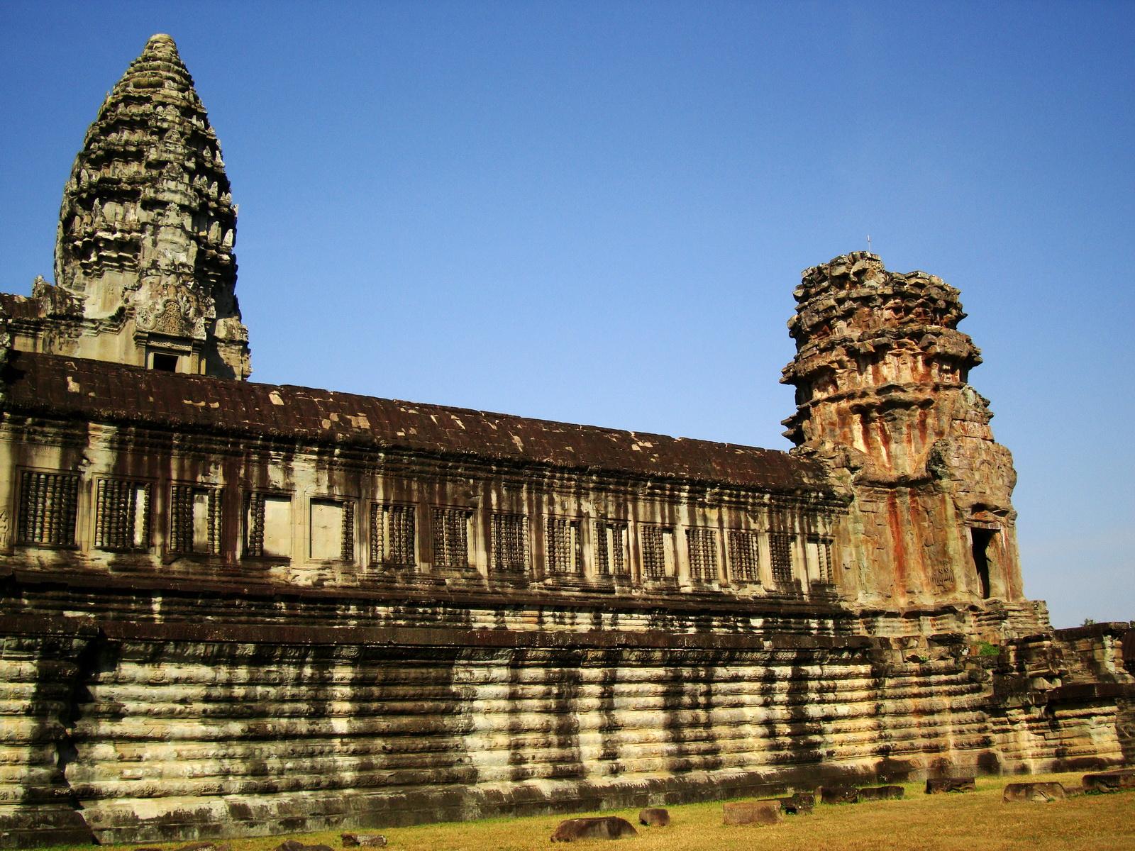 Angkor Wat Khmer architecture internal gallery E entrance 12