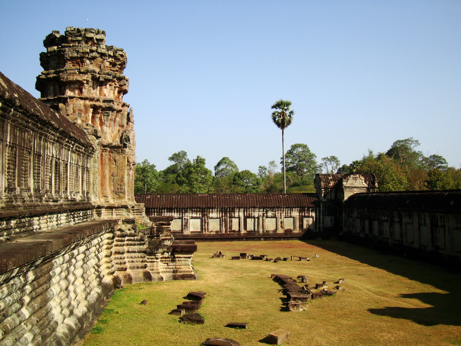 Angkor Wat Khmer architecture internal gallery E entrance 16