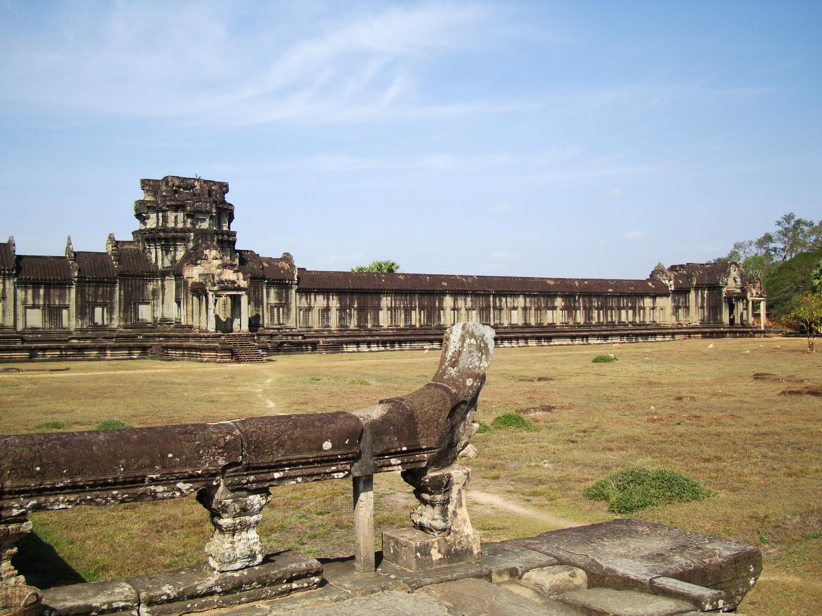 Angkor Wat Western Gopura inside looking northwest 01