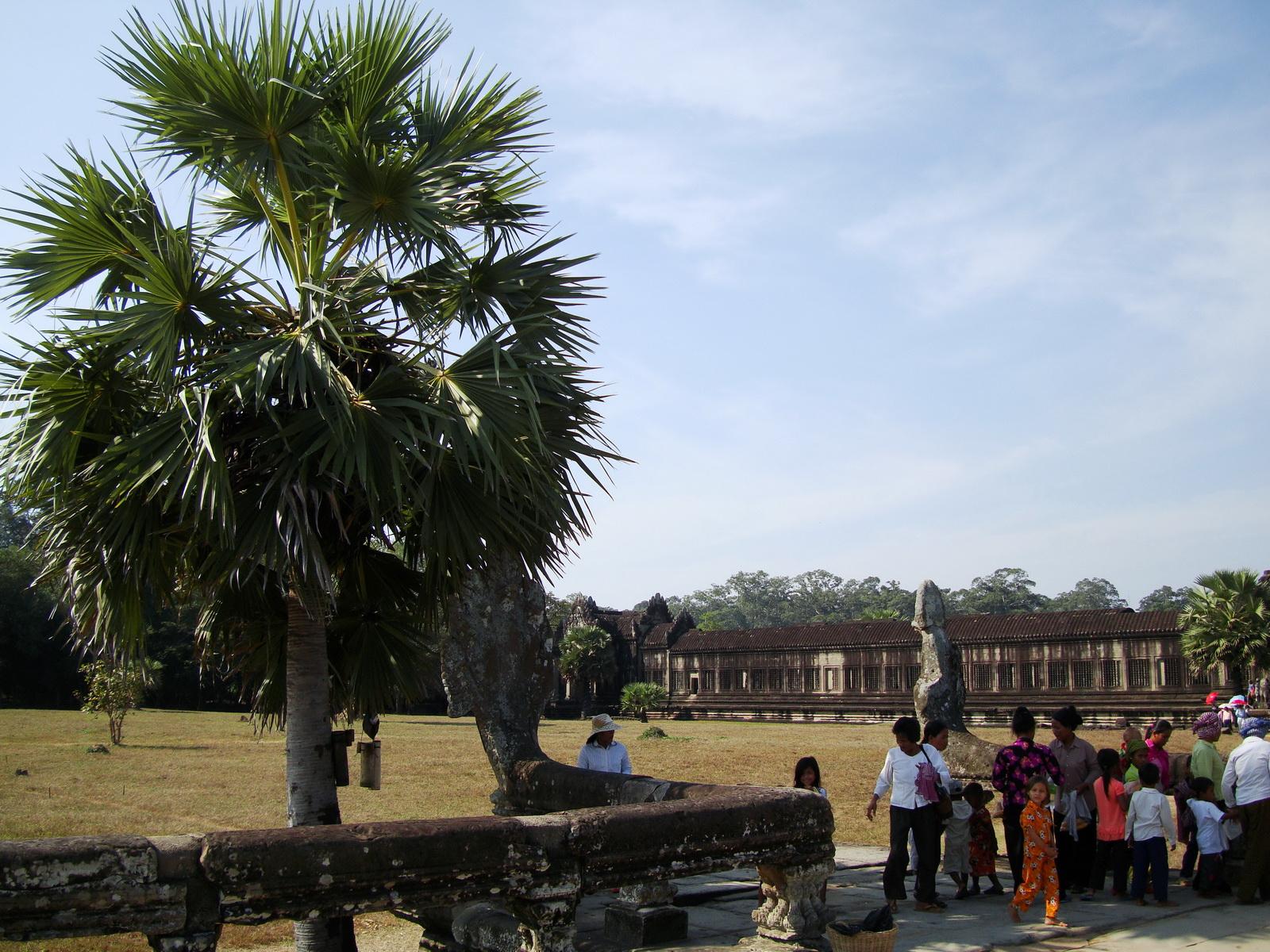Angkor Wat Western Gopura inside looking southwest 01
