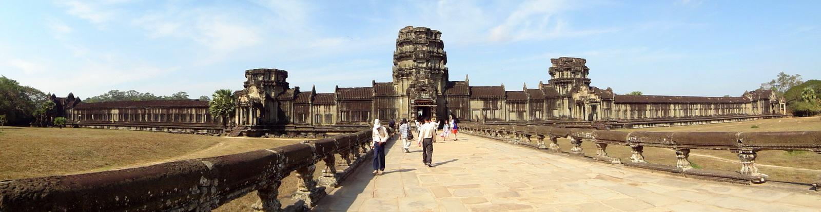 Angkor Wat Western Gopura inside looking west 01