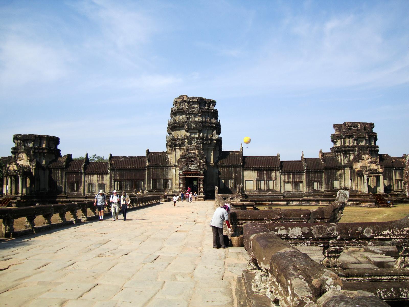 Angkor Wat Western Gopura inside looking west 04
