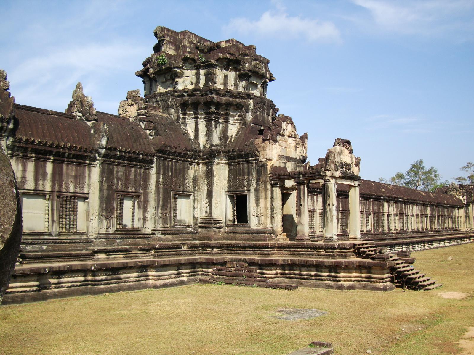 Angkor Wat Western Gopura inside looking west 07