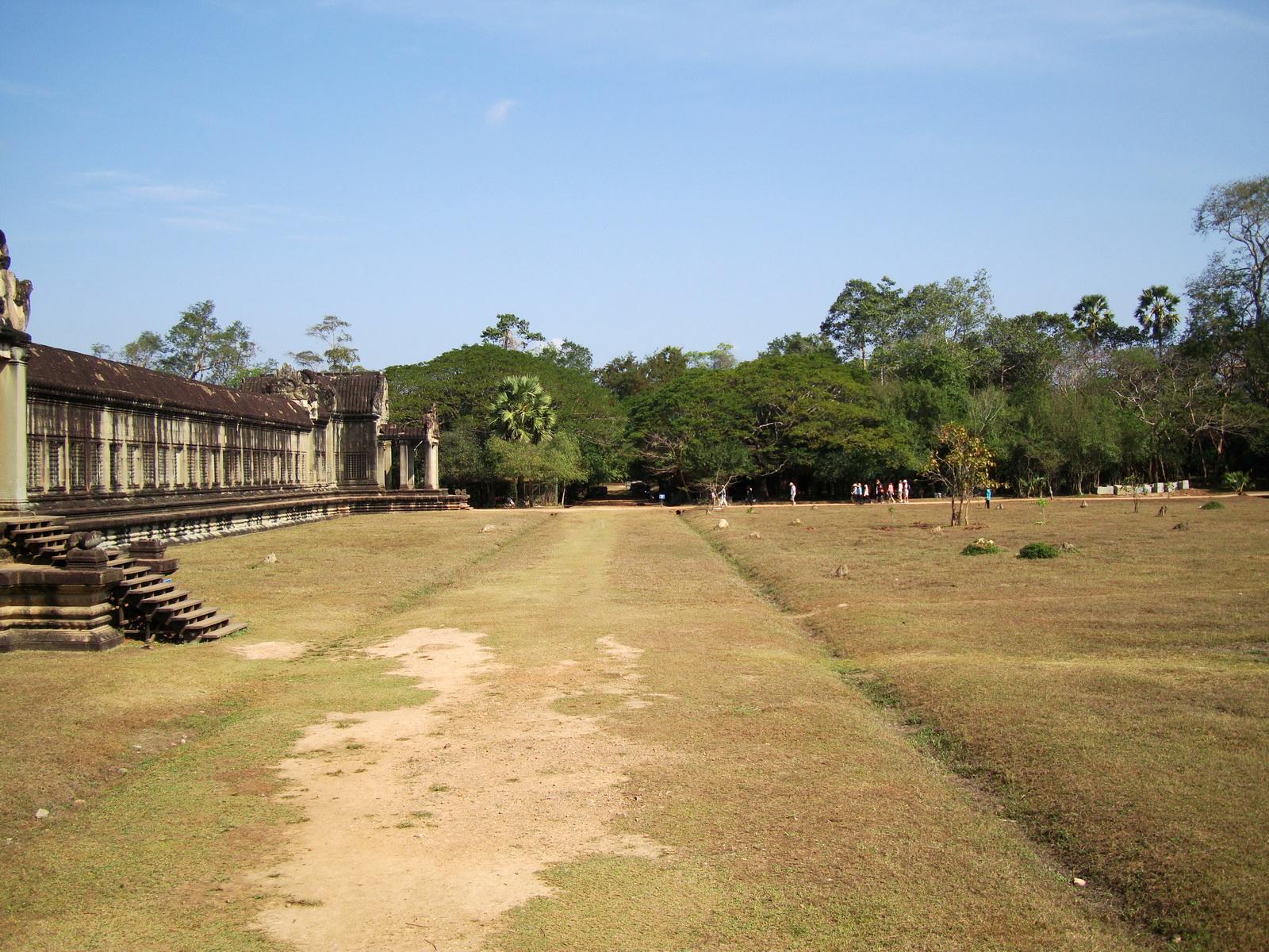 Angkor Wat Western Gopura inside looking west 08