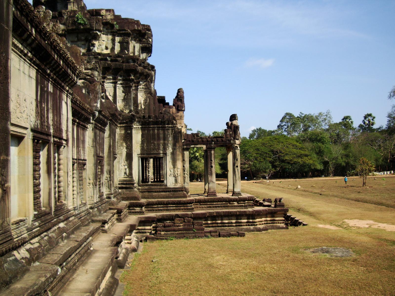Angkor Wat Western Gopura inside looking west 09