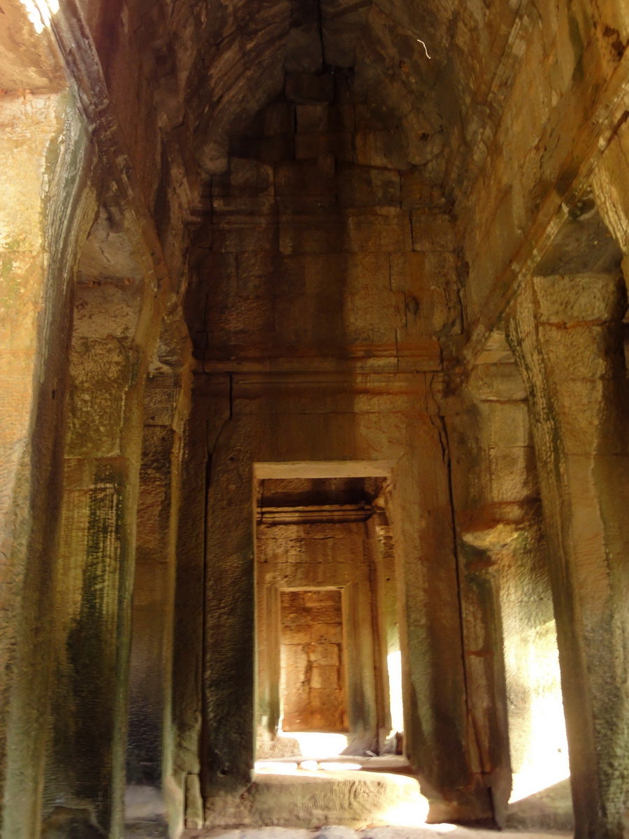Angkor Wat approaches outer E Gopura passageway Siem Reap 01