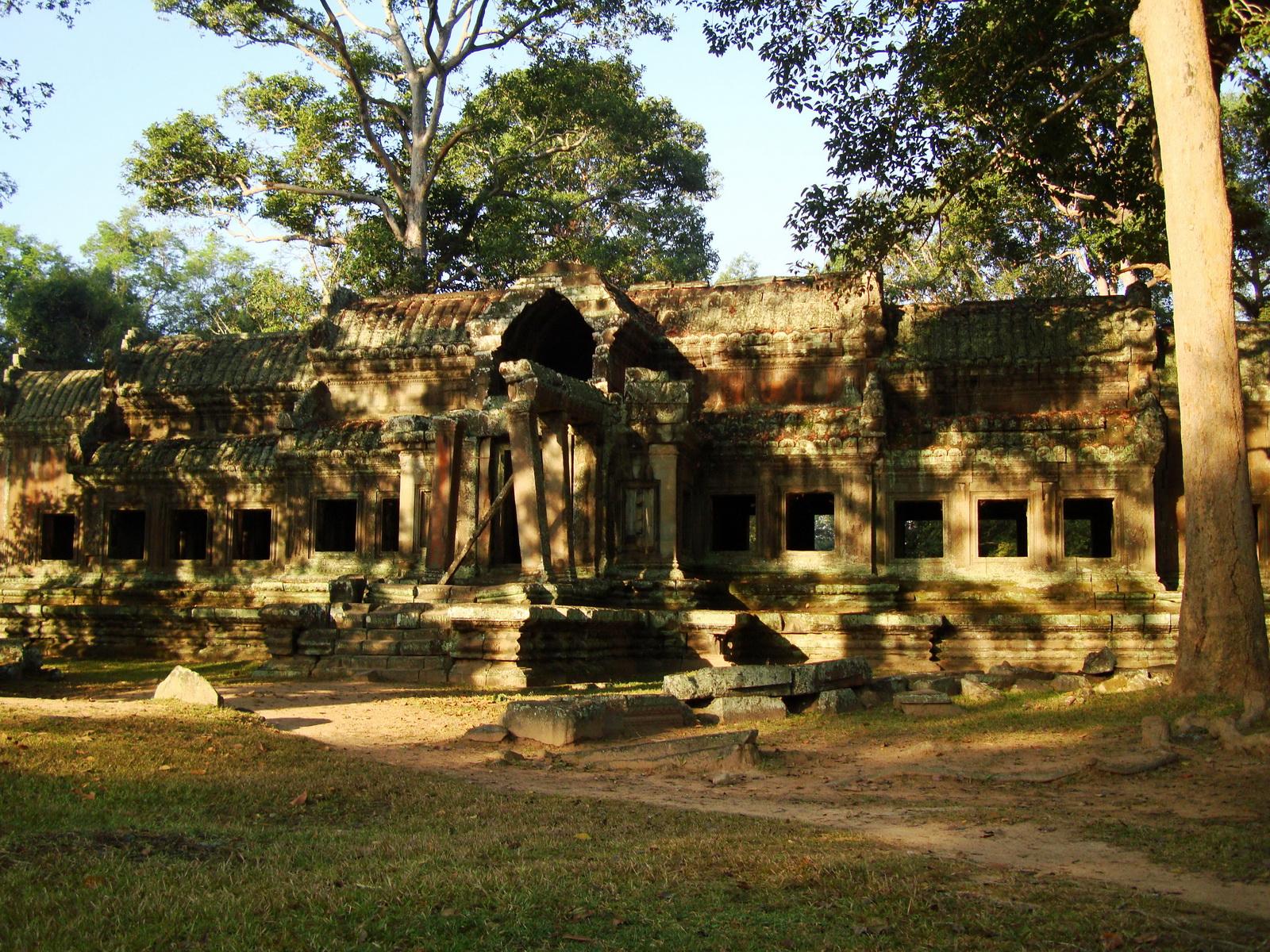 Angkor Wat approaches outer eastern Gopura Angkor Siem Reap 01