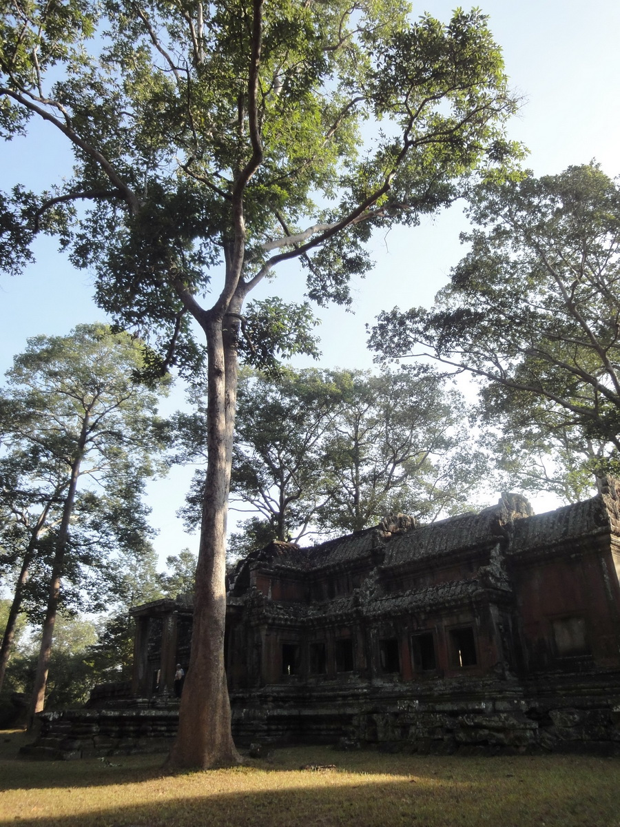 Angkor Wat approaches outer eastern Gopura Angkor Siem Reap 09