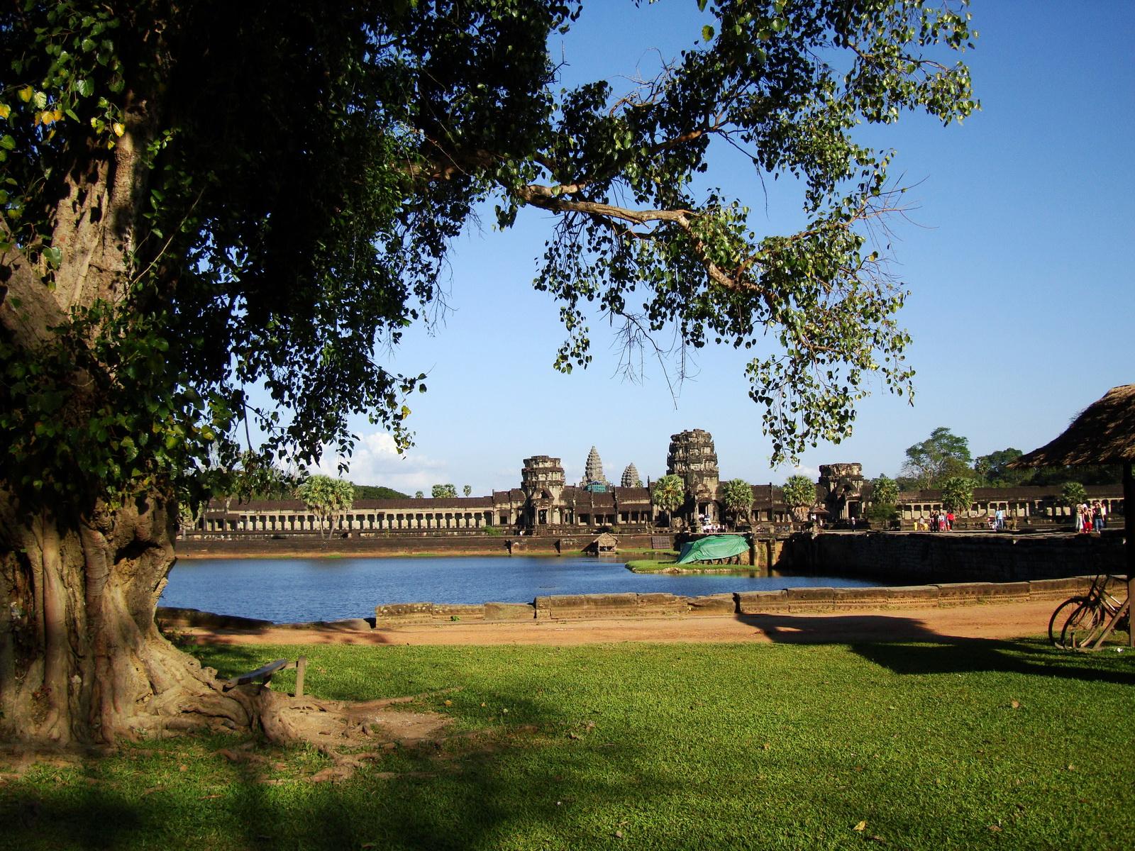 Angkor Wat approaches western Angkor Siem Reap 01