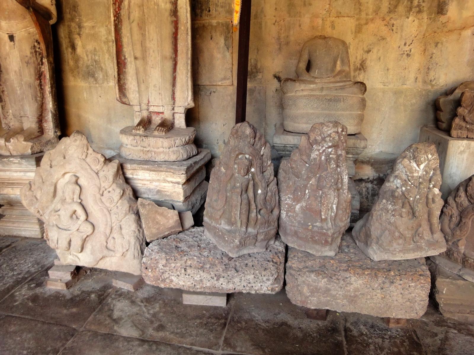 Angkor Wat inner sanctuary gallery Buddha relics 04