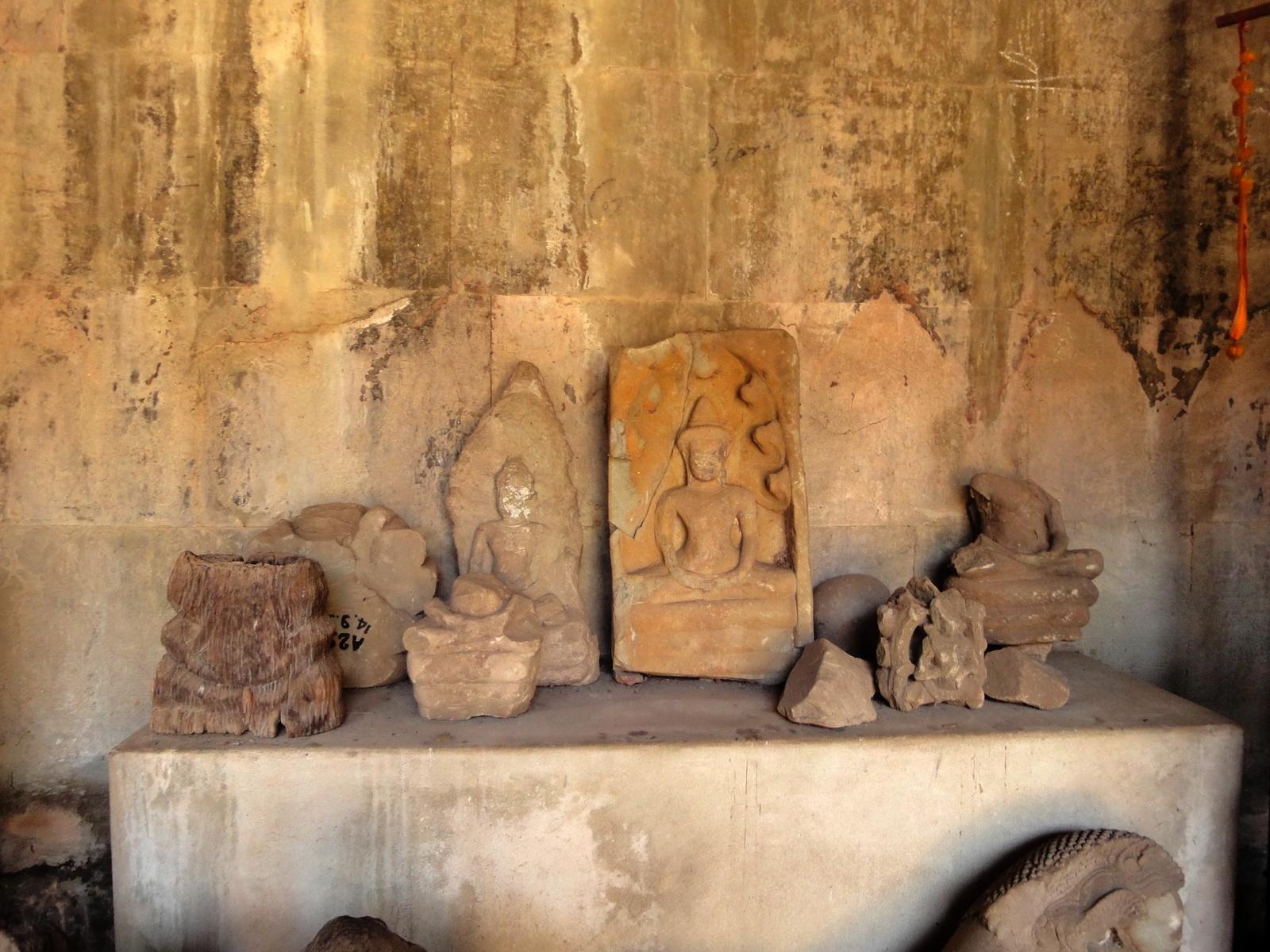 Angkor Wat inner sanctuary gallery Buddha relics 05