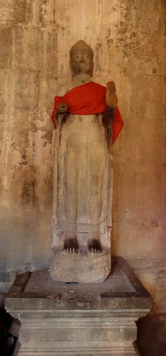 Angkor Wat inner sanctuary gallery Buddha relics 07