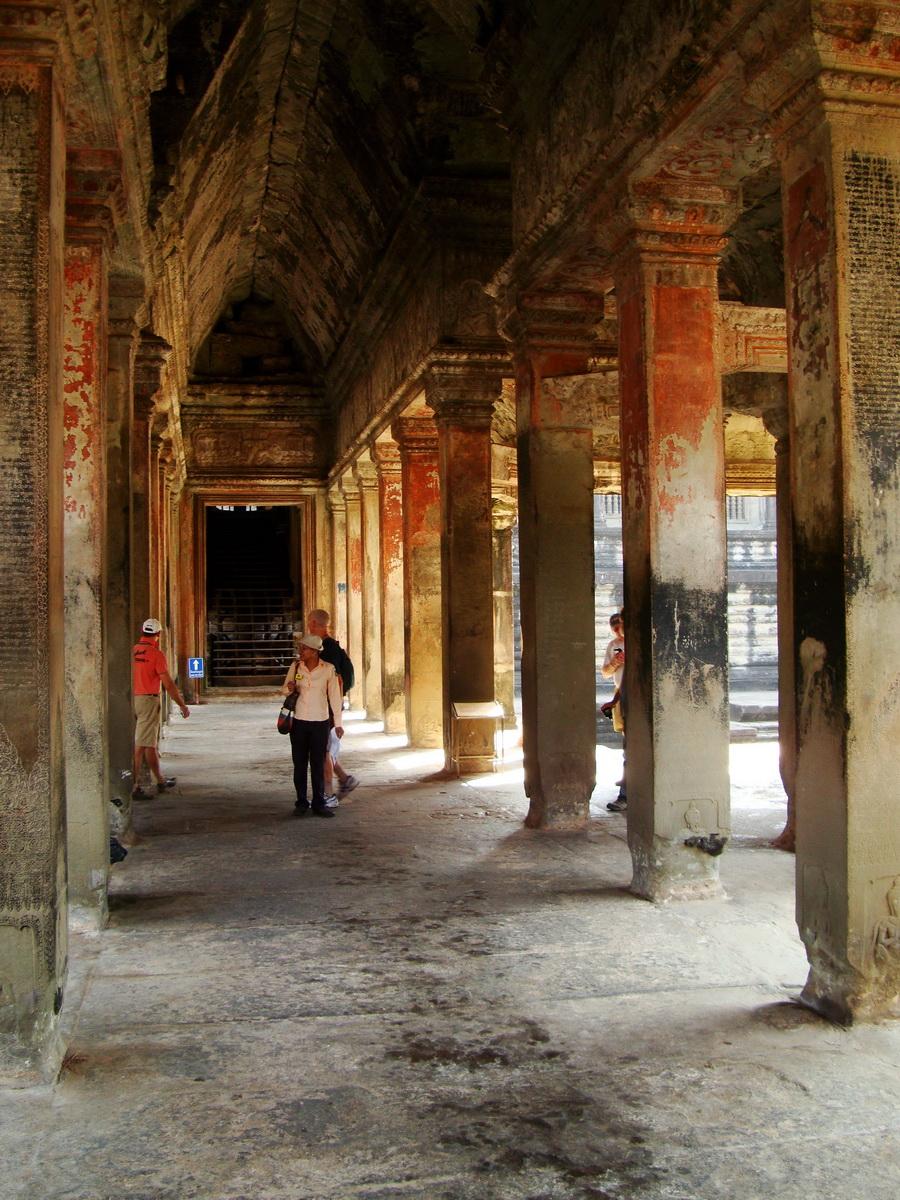 Angkor Wat inner sanctuary gallery columns and passageways 12